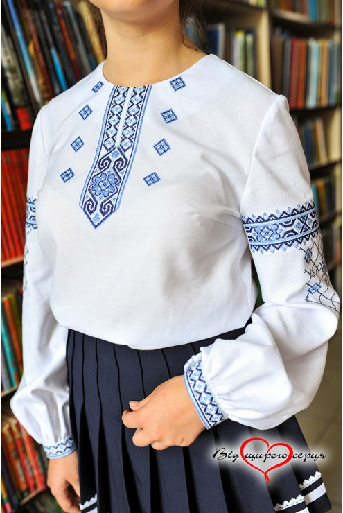 Голуба підліткова вишиванка для дівчинки1910