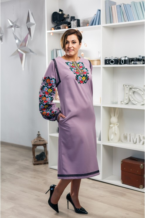 Сукня з вишивкою 2001