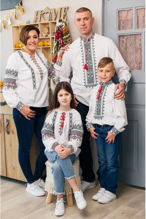 Вишиванки для сім'ї чорно-червоні 2009